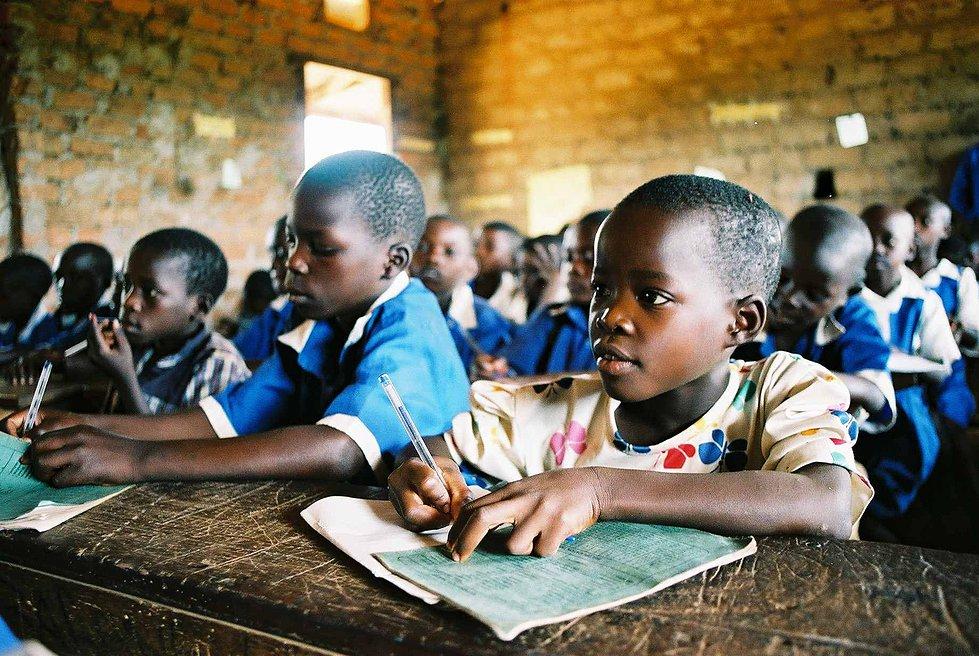 scuola in Africa (foto: www.dire.it)