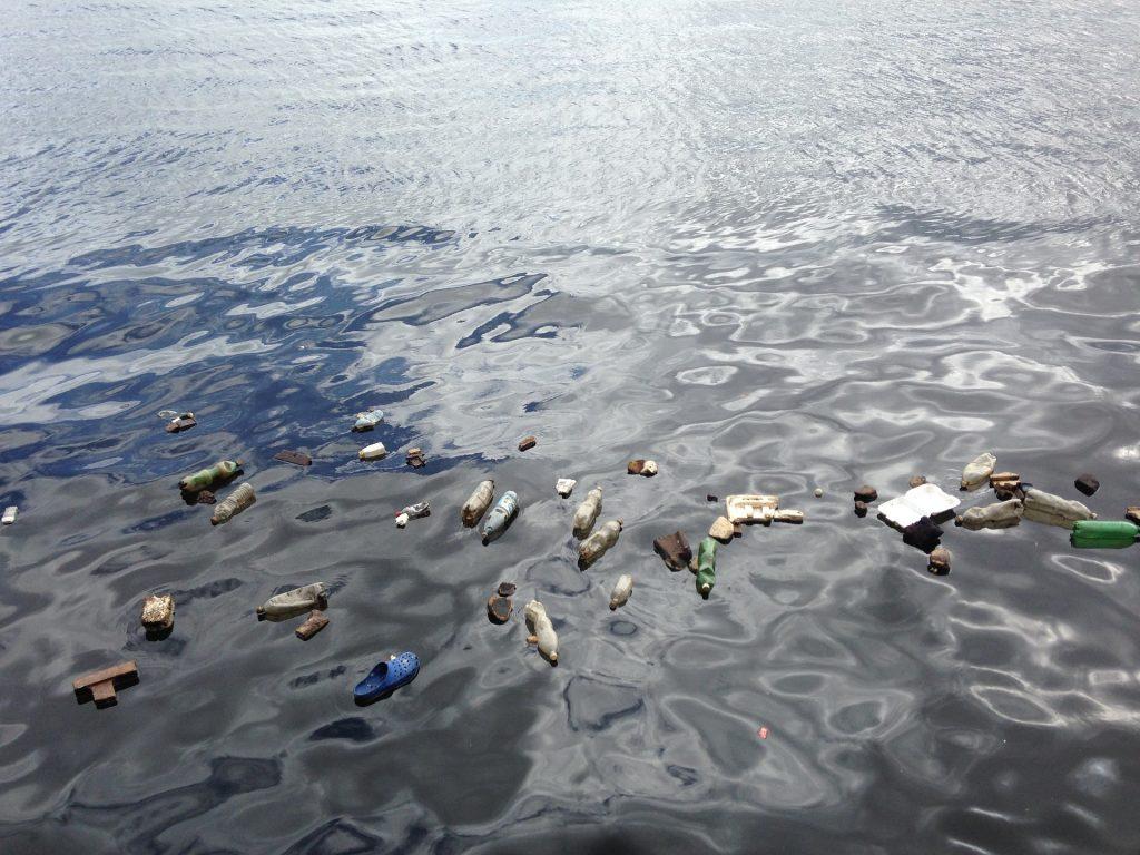 residui plastici negli oceani