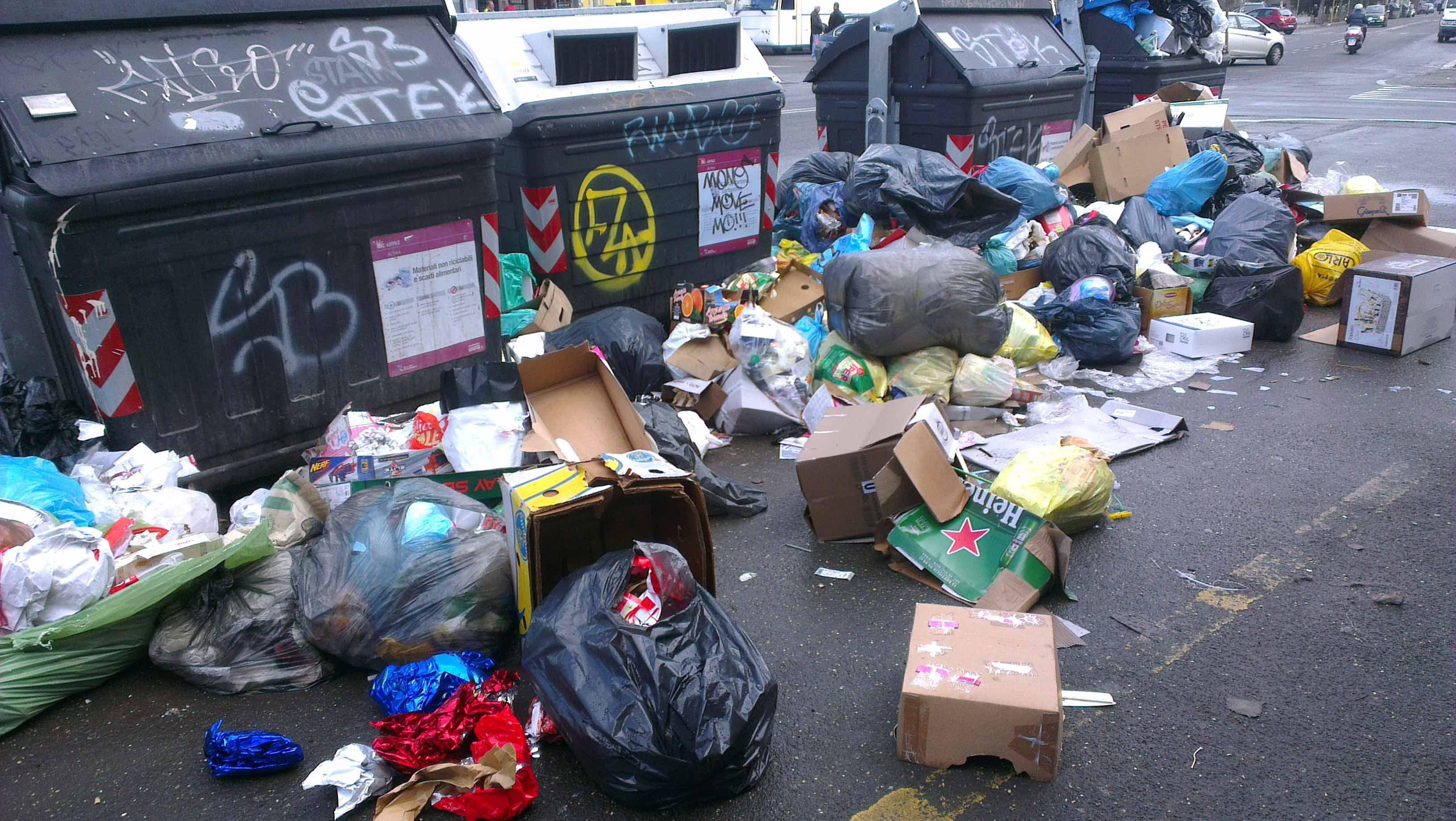 Risultati immagini per roma immondizia