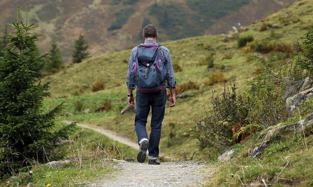 turismo sostenibile: trekking (foto: https://pixabay.com)