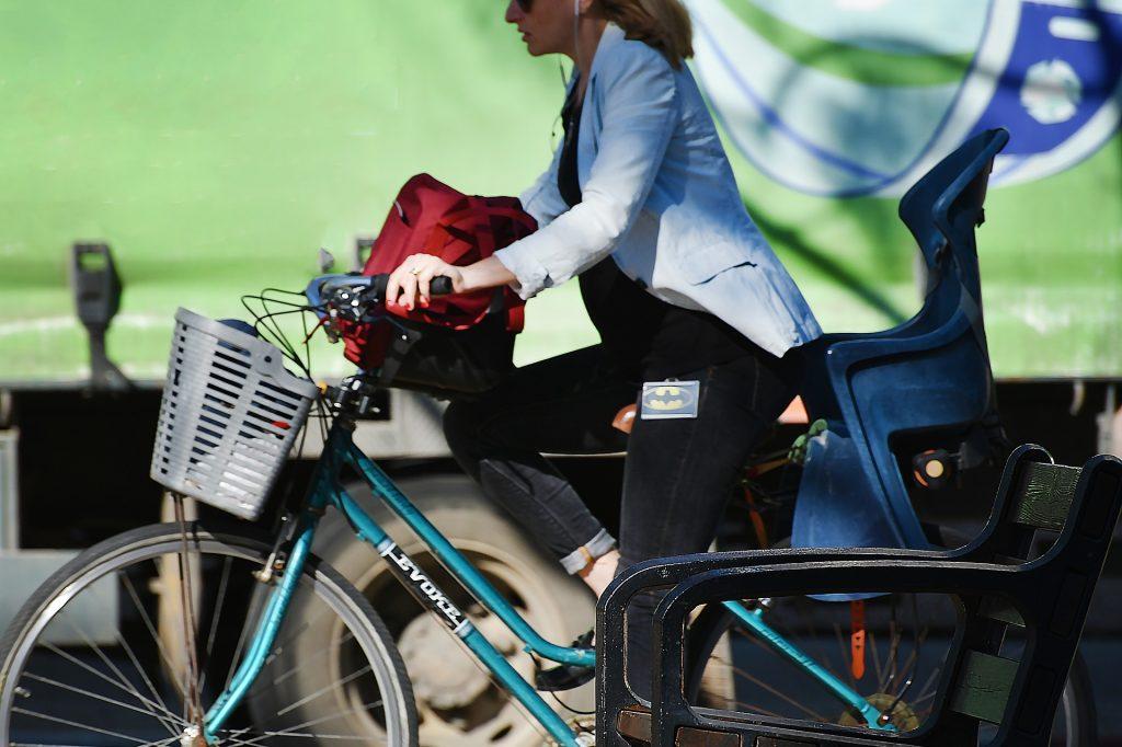 in bici al lavoro bike to work (foto: https://pixabay.com)